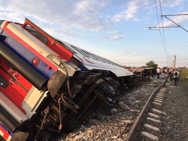 Εκτροχιασμός τρένου στην Tουρκία. Τουλάχιστον 10 οι νεκροί και 73 οι