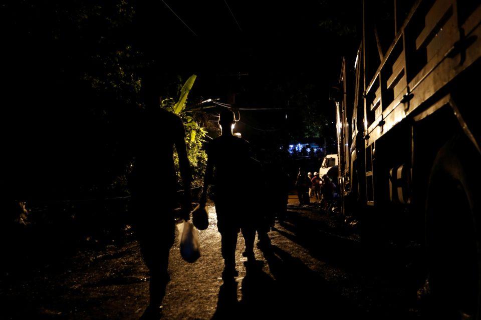 Επιχείρηση διάσωσης στην Ταϊλάνδη: Κατεβαίνοντας στο σπήλαιο όπου είναι παγιδευμένα ακόμη οκτώ