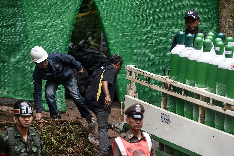 태국 동굴 소년 구조대가 25살 코치를 가장 먼저 구조한 절박한