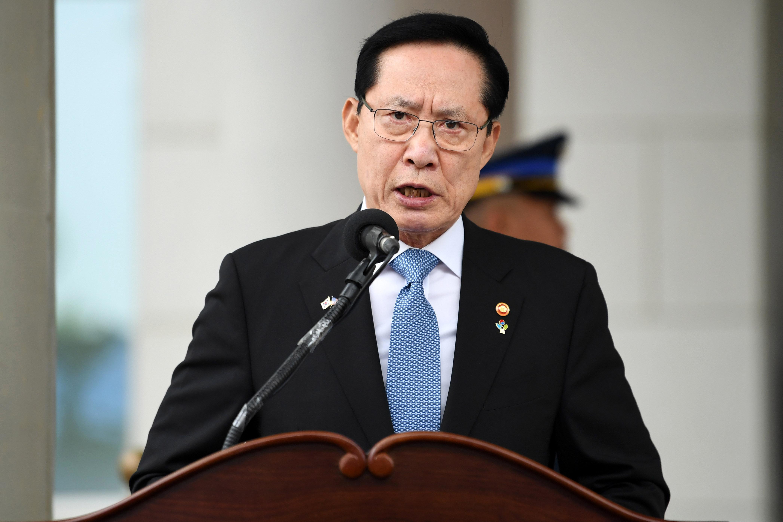 송영무 장관이 '여성들 행동거지 조심해야' 발언에 대해