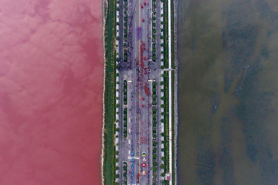Κίνα: Εντυπωσιακές αεροφωτογραφίες πόλεων που κόβουν την