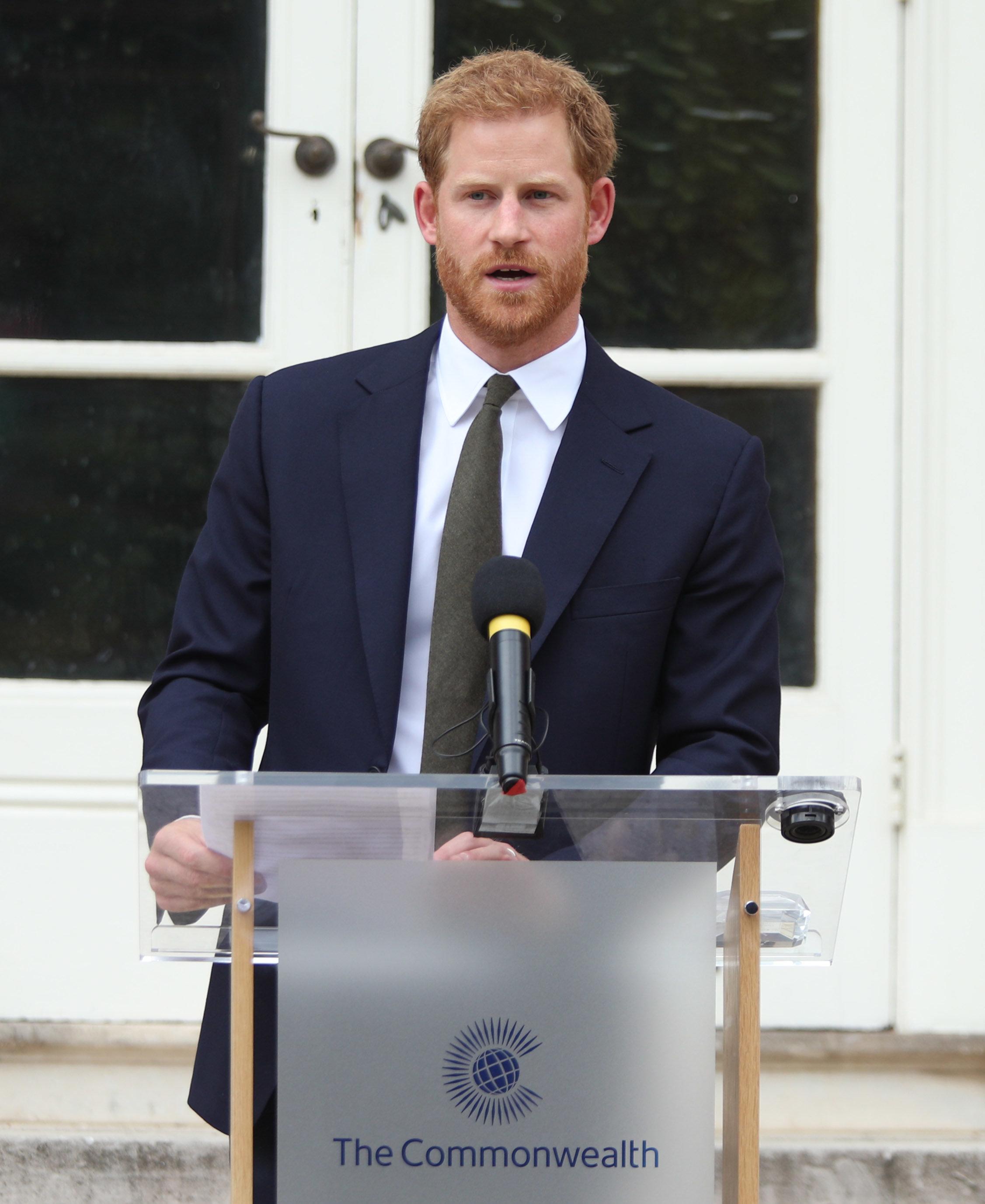 Prinz Louis' Taufe: Das ist das rührende Geschenk von Prinz Harry