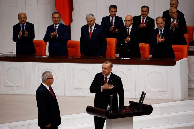 Ο Ερντογάν ορκίστηκε για μια νέα θητεία στον προεδρικό θώκο της
