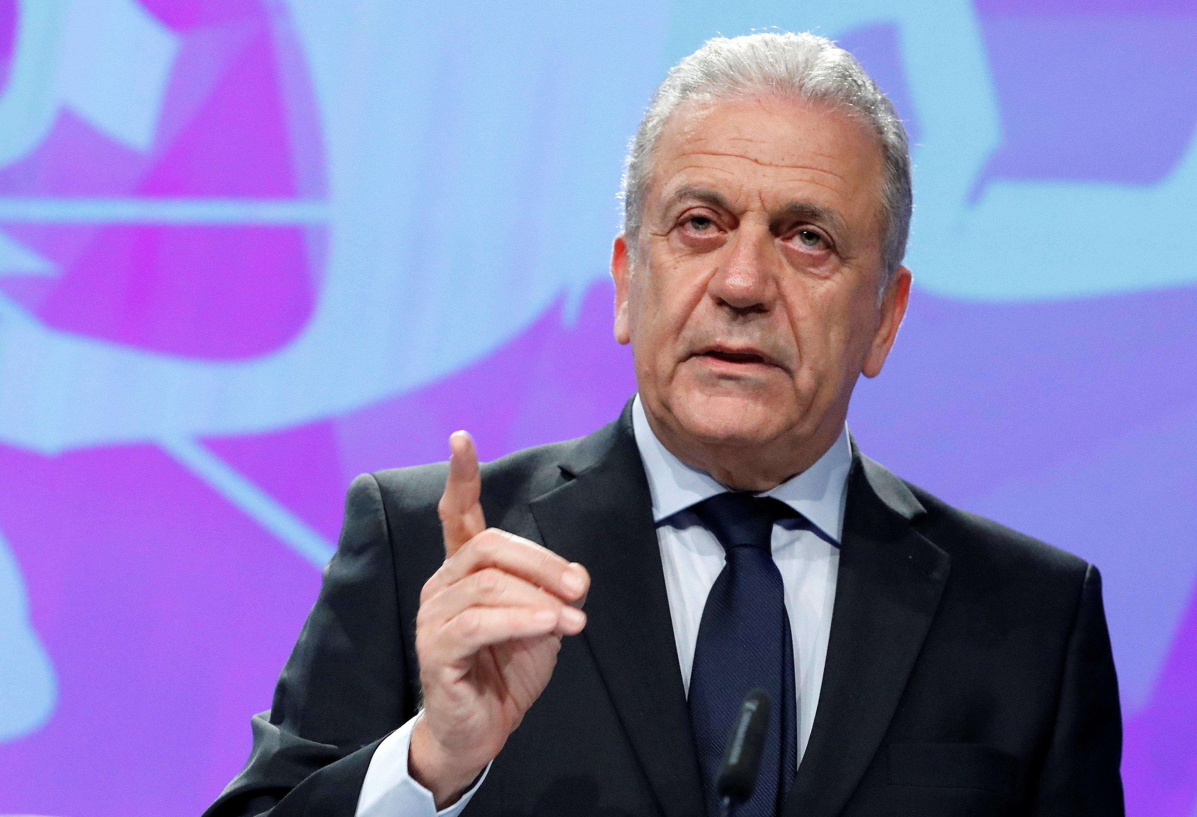 «Ούτε εφικτό, ούτε επιθυμητό» η απάντηση Αβραμόπουλου στην Αυστρία για υποβολή αίτησης ασύλου εκτός χωρών της