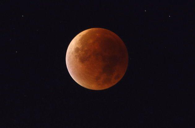 21세기 최장 '블러드 문(Blood Moon)' 현상을 오늘 밤에 볼 수