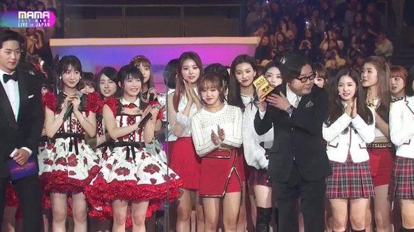 MAMA 2017의 아이오아이와 AKB48의 합동