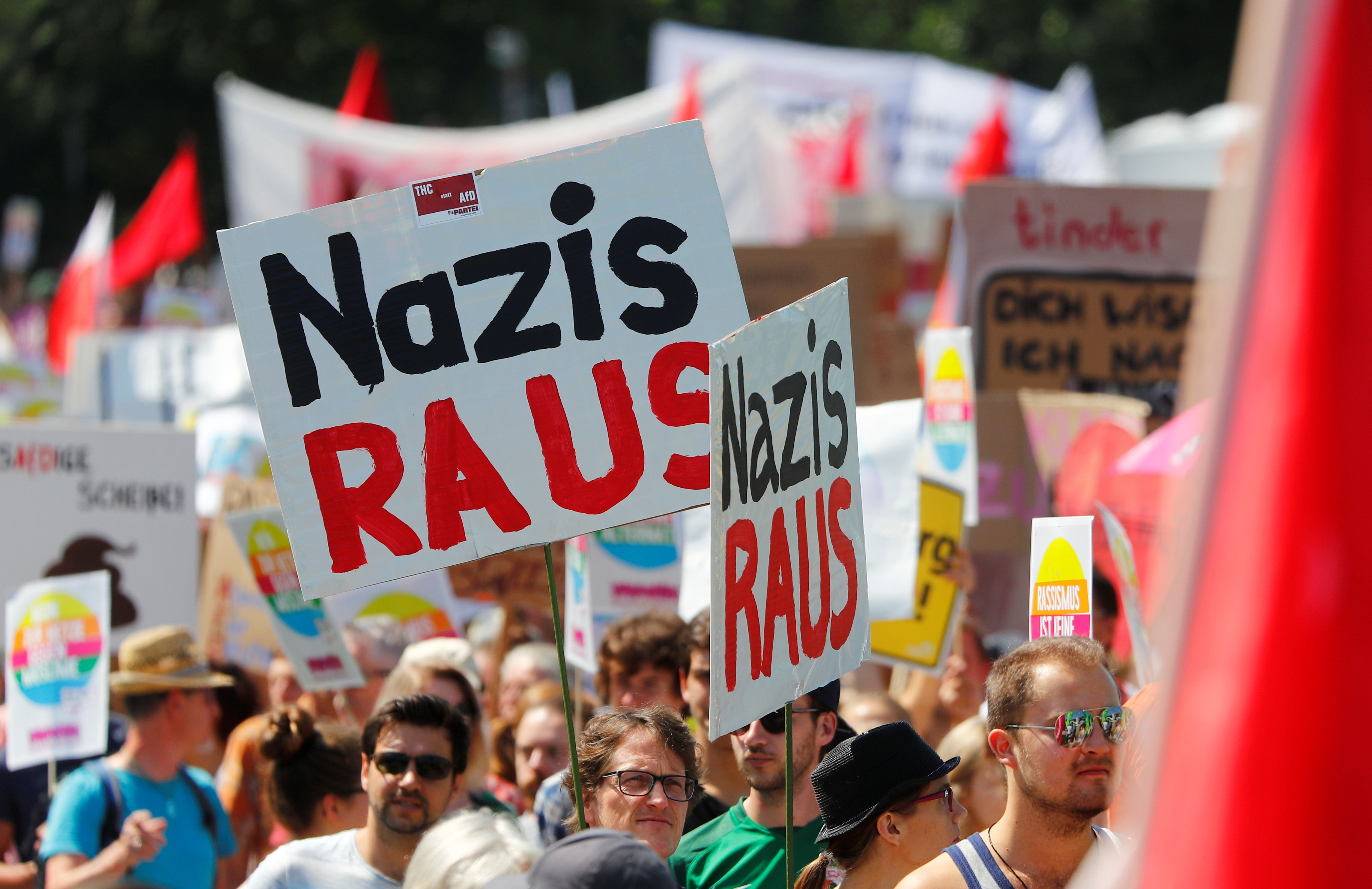 Δεύτερο κόμμα στη Γερμανία με 17,5% το εθνικιστικό-ξενοφοβικό AfD.Τι δείχνει η τελευταία