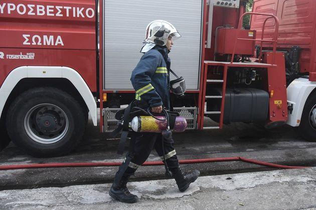 Πυρκαγιά σε διαμέρισμα στο κέντρο της Αθήνας. Απεγκλωβισμός δύο
