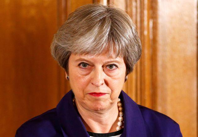 트럼프의 방문을 며칠 앞둔 영국 정부가 무너지기