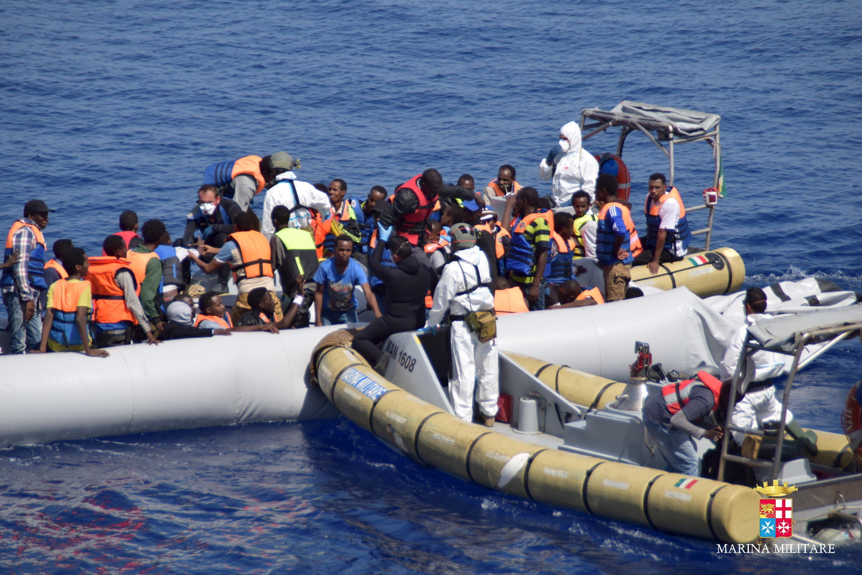 Νέα διάσωση προσφύγων και μεταναστών προκαλεί εκνευρισμό στην ιταλική κυβέρνηση που απειλεί να τιμωρήσει τους