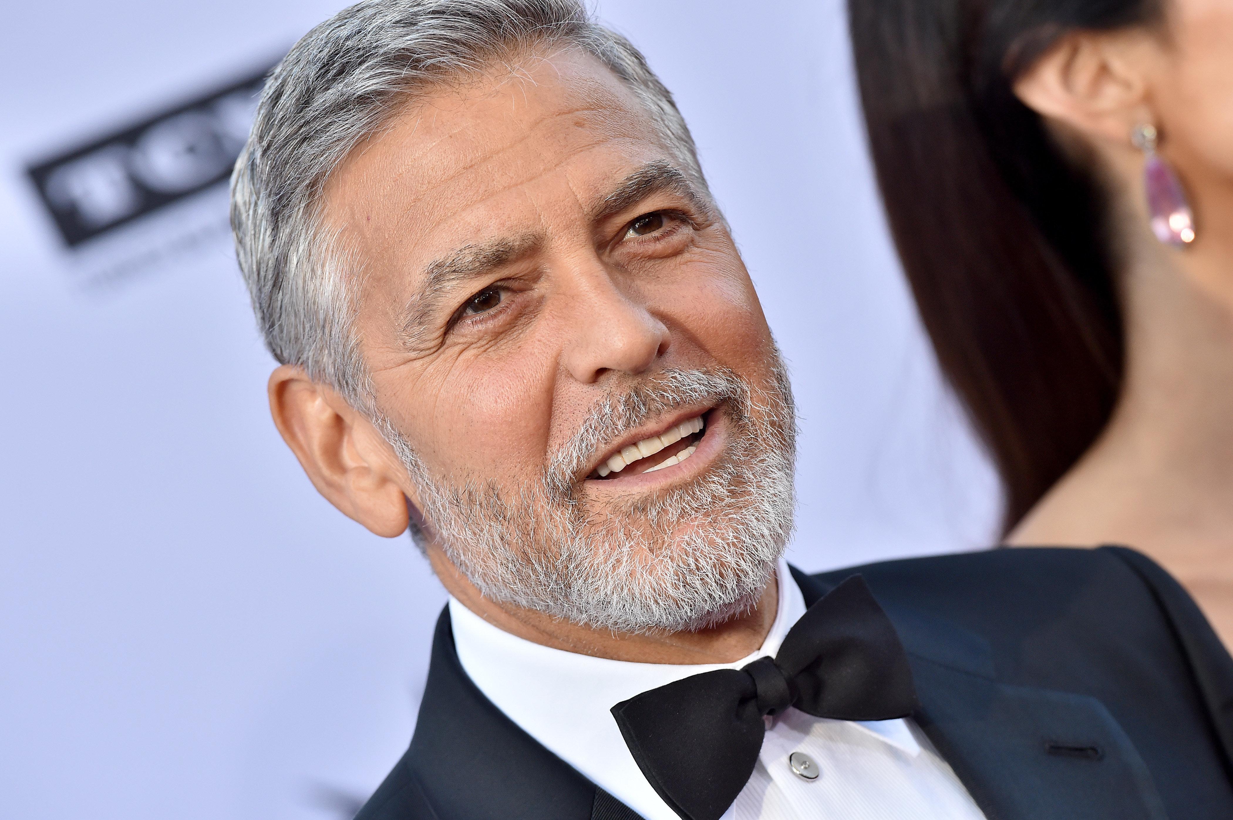 Ο George Clooney συγκρούστηκε με φορτηγό και τραυματίστηκε σε δρόμο της