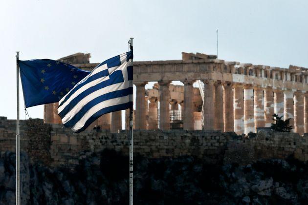 Σε χαμηλό πενταμήνου υποχώρησαν οι αποδόσεις των 10ετών ομολόγων του ελληνικού
