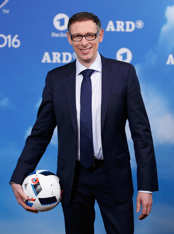 WM-Halbfinale: Noch vor dem Anpfiff patzt ARD-Kommentator Steffen Simon am Mikro