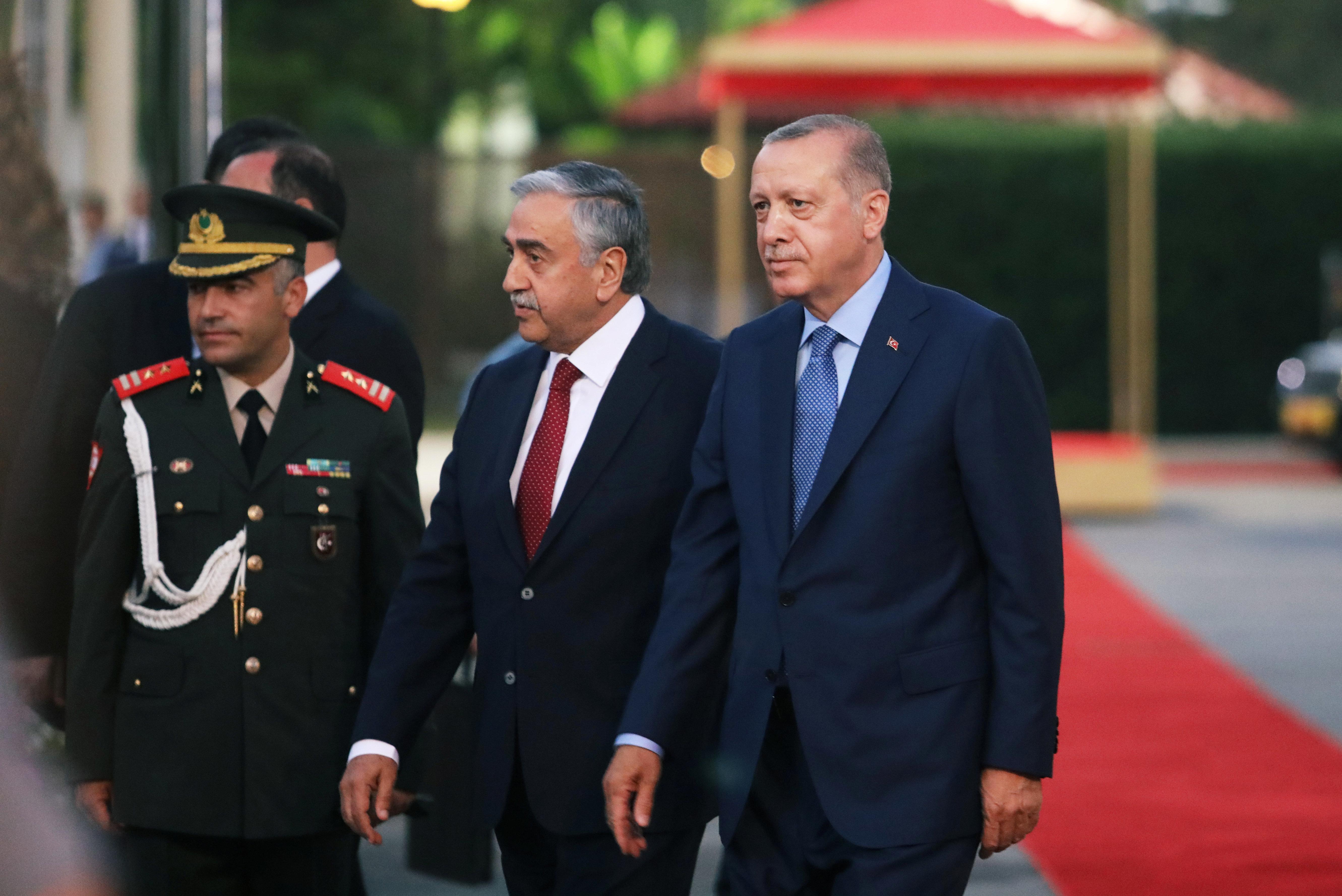 Ερντογάν στα κατεχόμενα: Επανάληψη των τουρκικών θέσεων οι δηλώσεις με Ακιντζί μετά τη