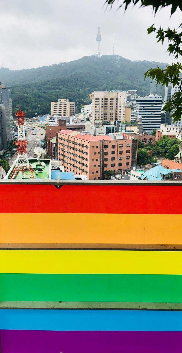 국가인권위원회도 건물에 레인보우 배너를
