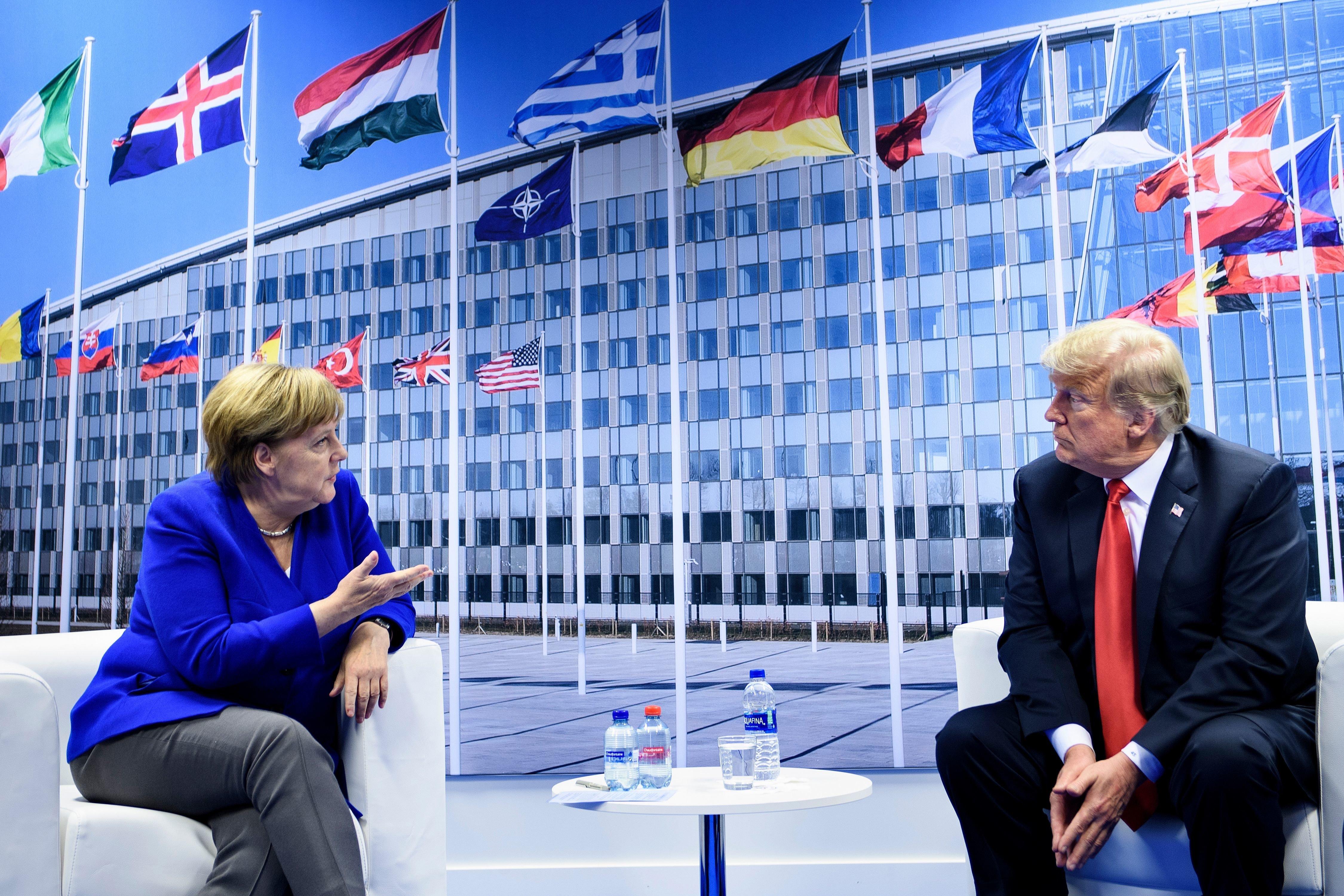 메르켈과 트럼프가 나토 정상회의에서 설전을