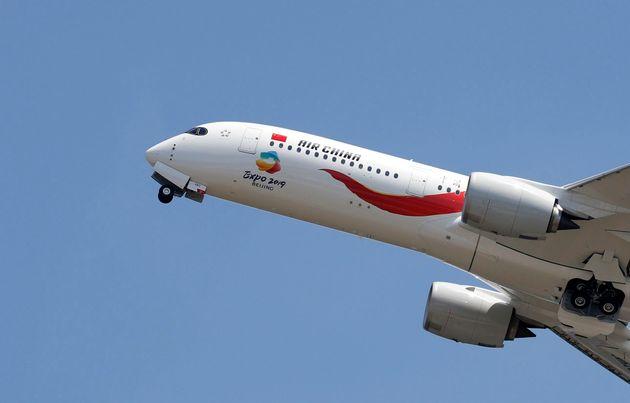 Κίνα: Αεροπλάνο εν ώρα πτήσης έχασε ξαφνικά ύψος και σήμανε συναγερμός. Τα πιθανά αίτια ερευνούν οι