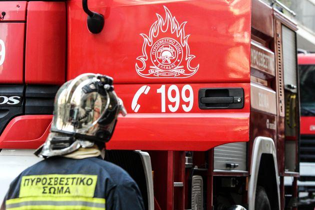 Τρεις ανήλικοι εγκλωβίστηκαν προσωρινά σε διαμέρισμα στον Κολωνό από τους πυκνούς καπνούς εξαιτίας φωτιάς...