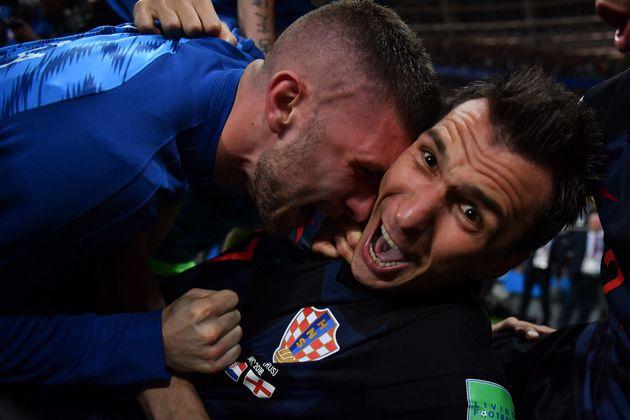 Croatie-Angleterre: Voilà les clichés que le photographe a pu prendre quand l'équipe de Croatie lui est...