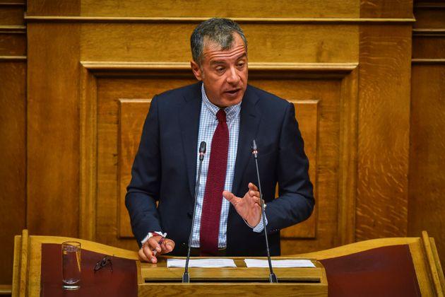 Θεοδωράκης: Συμφωνούμε με την κατάτμηση της Β' Αθηνών και της Περιφέρειας