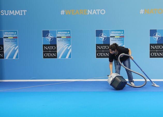 Στα παρασκήνια της Συνόδου του ΝΑΤΟ, μέσα από
