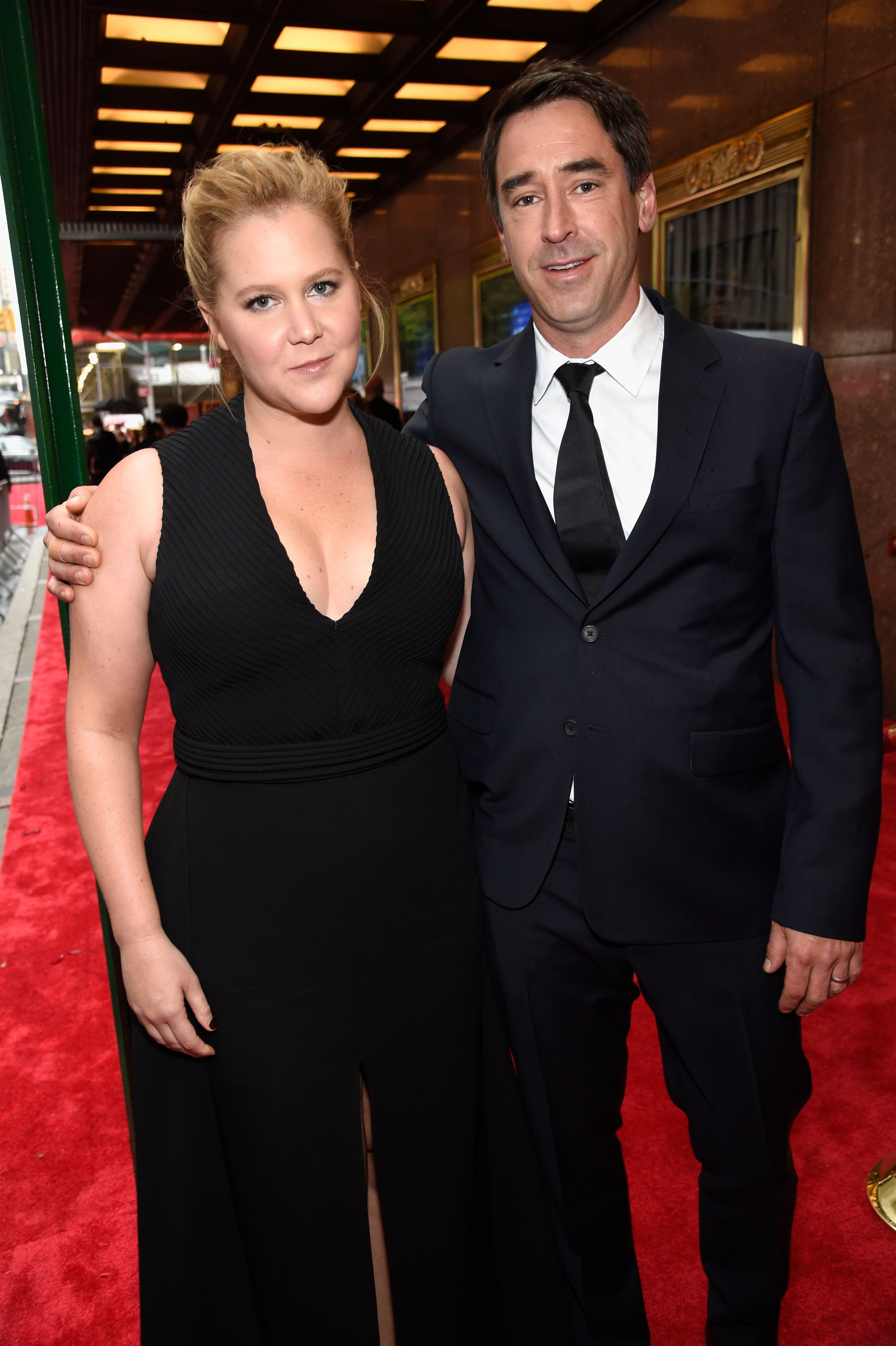 Amy Schumer Jokes About Her Pregnancy Glow With IV Drip In Hand