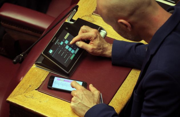 Βουλή: Υπερψηφίστηκε το νομοσχέδιο για τoν