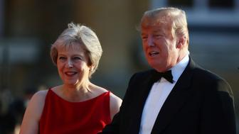 British Prime Minster Theresa May and U.S. President Donald Trump greet guests at the entrance to Blenheim Palace, where they are attending a dinner with specially invited guests and business leaders, near Oxford, Britain, July 12, 2018. REUTERS/Hannah McKay