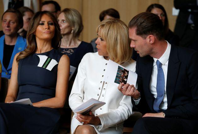 룩셈부르크 총리 남편이 올해도 나토 정상 부인들과 함께 기념사진을