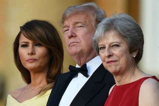 En visite au Royaume-Uni, Donald Trump torpille le projet de Brexit de Theresa
