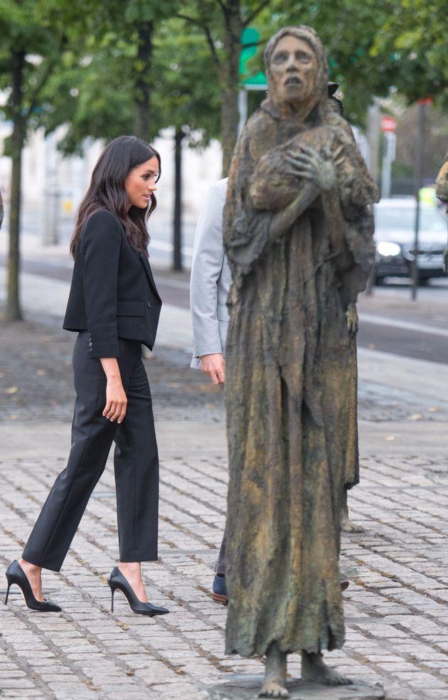 Meghan besuchte das Famine-Memorial, das an die große Hungersnot in Irland erinnern soll –...