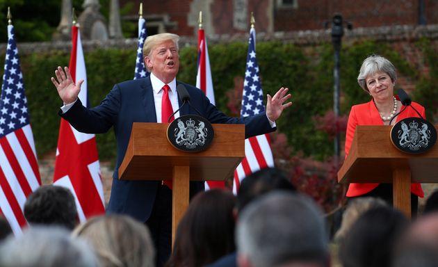 «Στροφή» Τραμπ για το Brexit: «Φανταστική» δουλειά από τη Μέι, υπόσχεται εμπορική συμφωνία με τη
