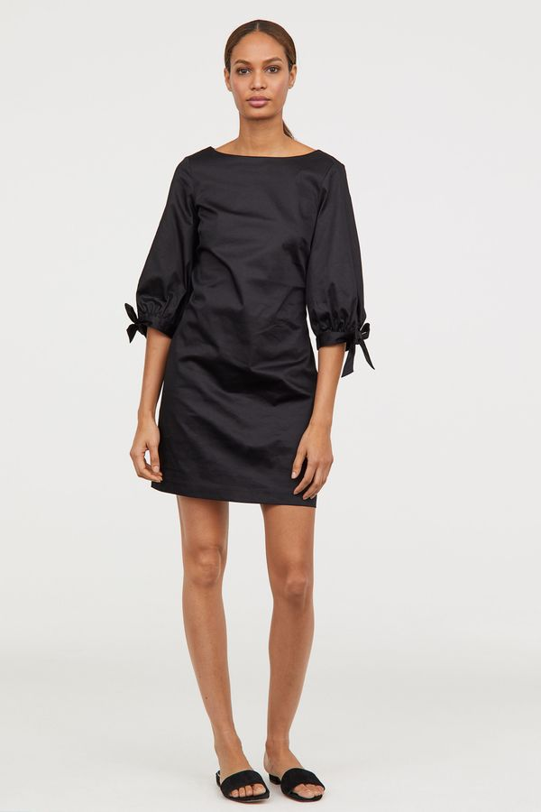 """<strong><a href=""""http://www2.hm.com/en_us/productpage.0637284002.html"""" target=""""_blank"""">H&M dress with 3/4 tie sleeves</a>"""