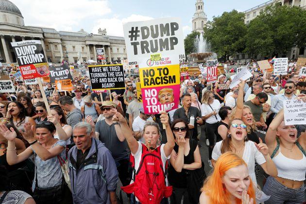 Des manifestants participent à la marche anti-Trump à Londres, le 13 juillet
