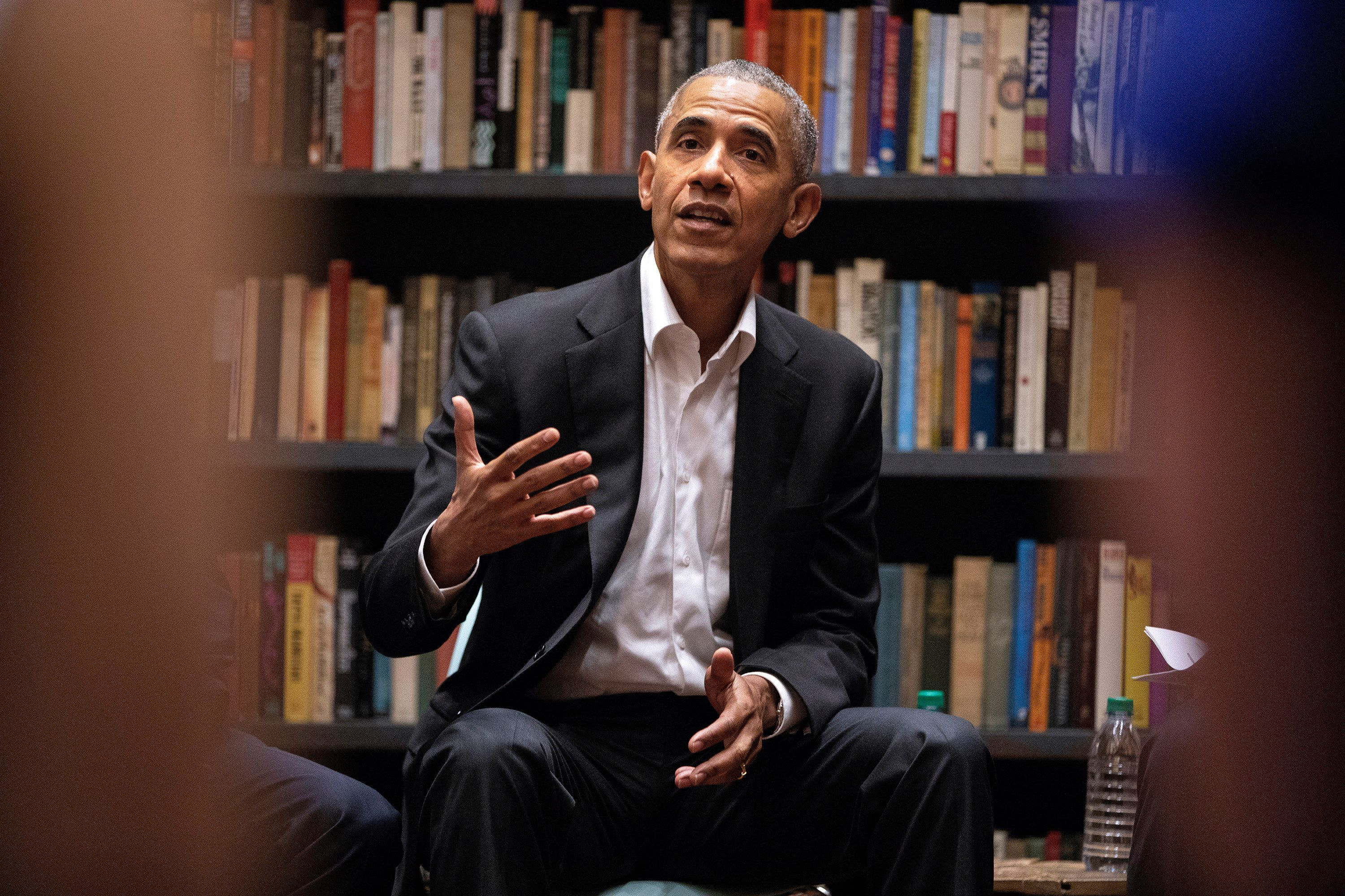 Former President Barack Obama speaks to Obama Foundation Fellows gathered on Wednesday, May 16, 2018 at Stony Island Arts Bank in Chicago. Obama met with several Democrats considering running for president in 2020. (Erin Hooley/Chicago Tribune/TNS via Getty Images)