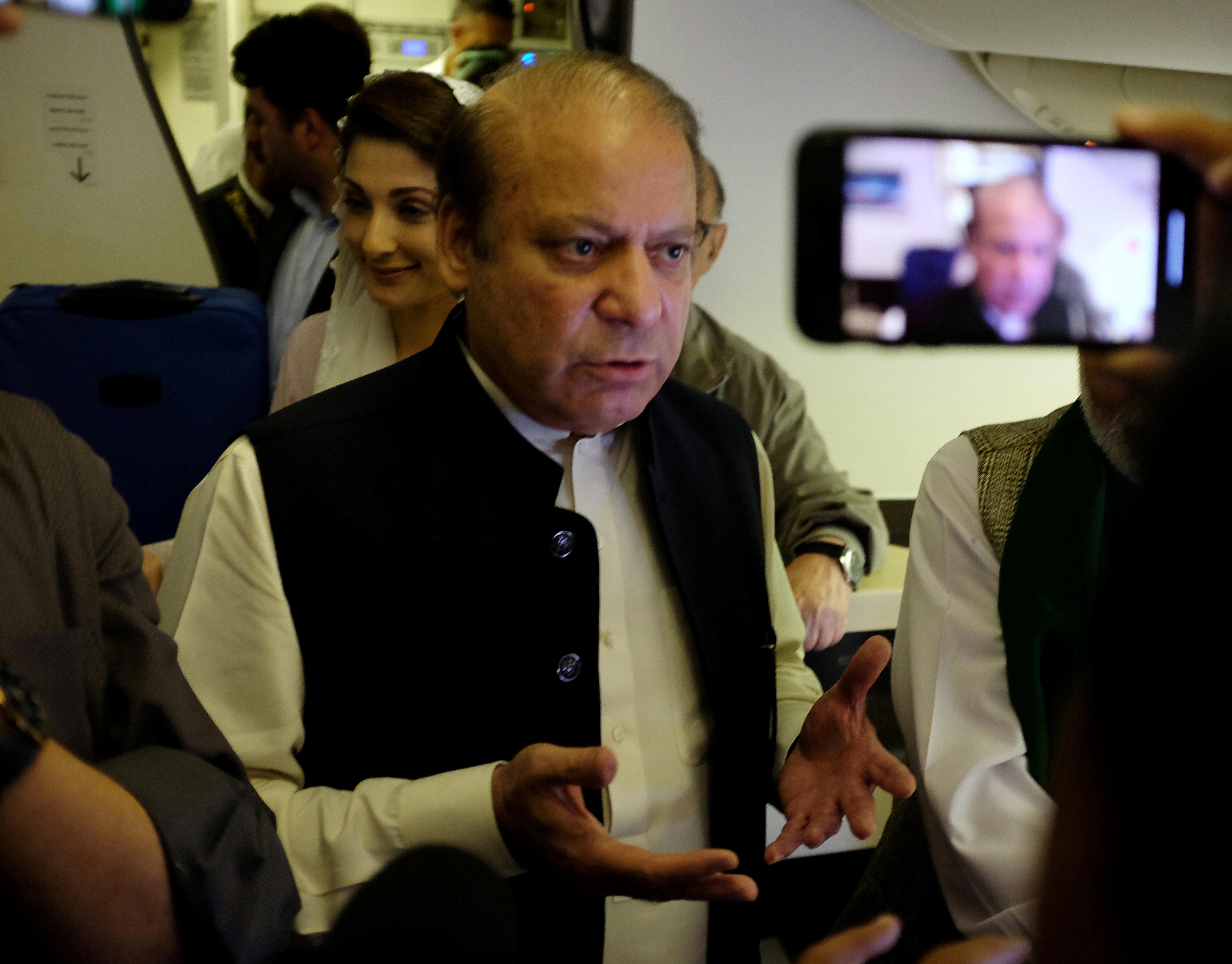 Πακιστάν: Συνελήφθη κατά την επιστροφή του στη χώρα ο καταδικασμένος πρώην πρωθυπουργός Ναουάζ