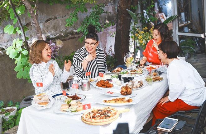 여성들의 입과 삶을 해방시킨 '위대한 먹방'…'밥블레스유'