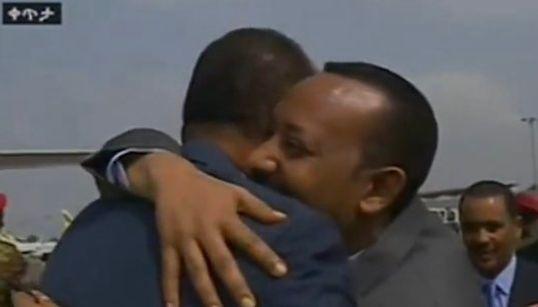 L'accolade entre ce président et ce Premier ministre marque la fin d'une guerre vieille de 20