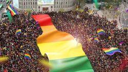 '앱솔루트'가 퀴어 퍼레이드를 축하한
