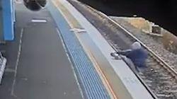 Άνδρας πέφτει στις σιδηροδρομικές γραμμές κι ένας περαστικός τον σώζει την ώρα που περνά το