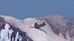 Πλήρωμα ελικοπτέρου διασώζει παγιδευμένο ορειβάτη από την κορυφή βουνού στο