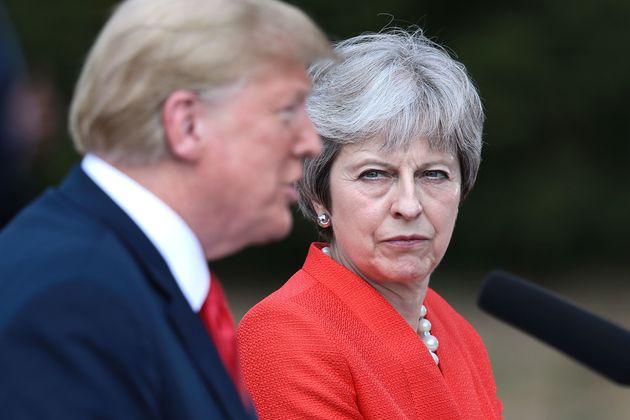트럼프는 영국 메이 총리에게 'EU를 고소하라'고