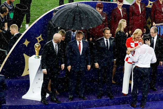 크로아티아 대통령이 패배한 선수들을 위로한