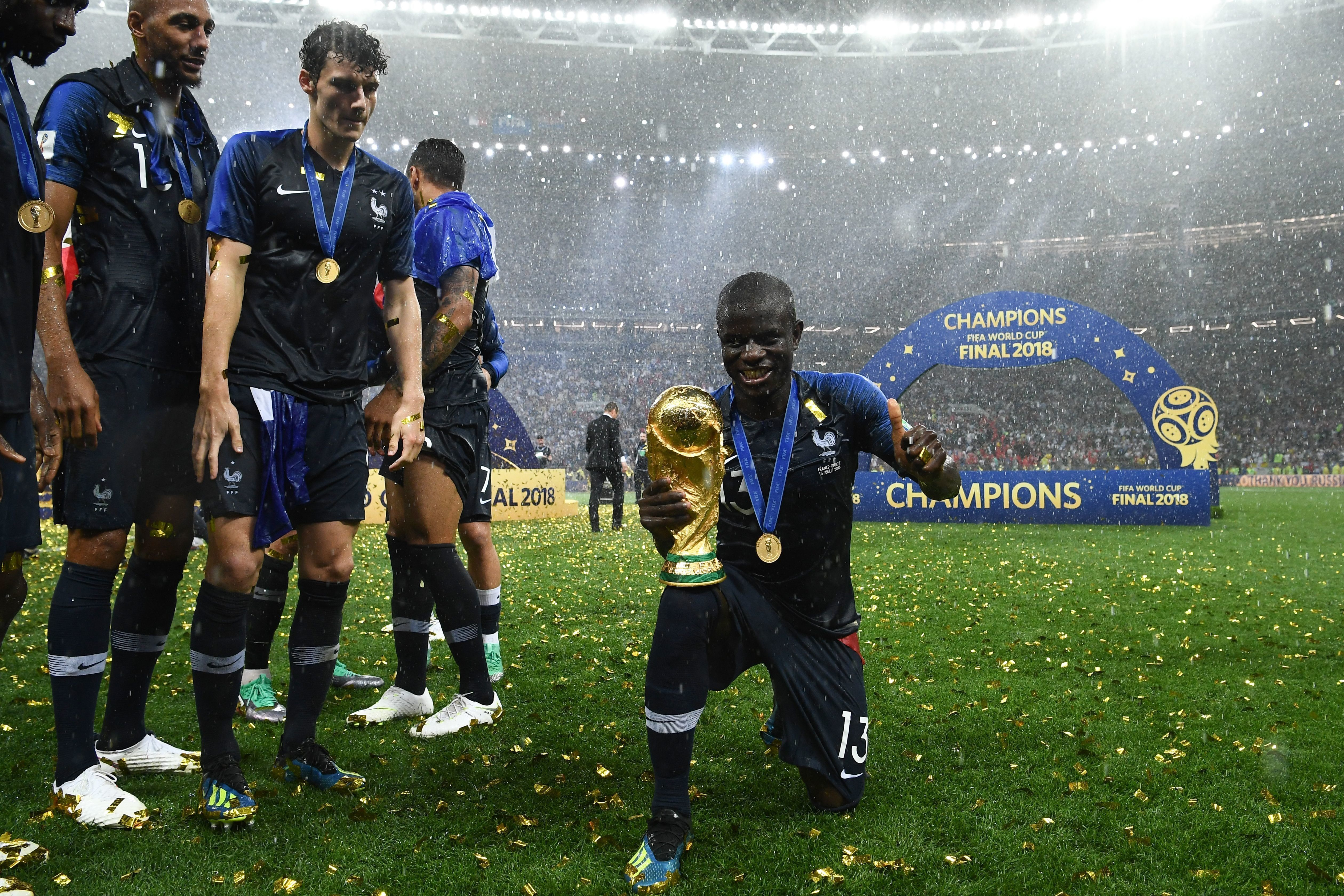 '프랑스의 귀염둥이' 캉테는 월드컵 트로피를 들고 싶었지만, 너무