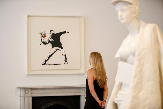 Τα πιο γνωστά έργα του Banksy εκτίθενται σε γκαλερί στο Λονδίνο με ελεύθερη