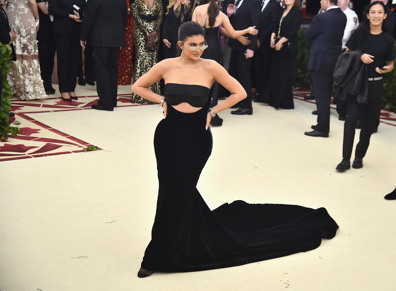 Υπάρχουν κάποιοι άνθρωποι εκεί έξω που δίνουν χρήματα για να μπορέσει άμεσα η Kyllie Jenner να γίνει η πιο νεαρή
