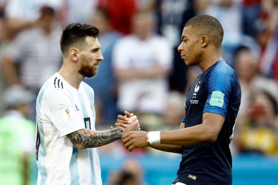 2018 러시아 월드컵 16강전에서 마주친 리오넬 메시(아르헨티나)와 킬리안 음바페(프랑스). 6월30일.