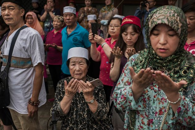 Des musulmans chinois de la minorité Hui prient lors de l'Aïd El Fitr, le 16 juin 2018 à