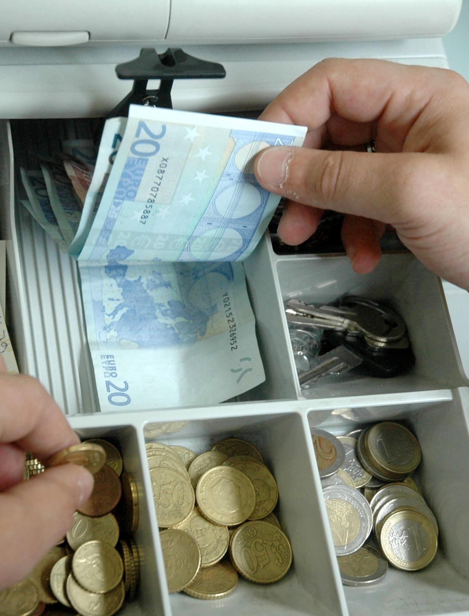 Le Monde: «Στην Ελλάδα η μάχη κατά της φοροδιαφυγής δίνει τους πρώτους