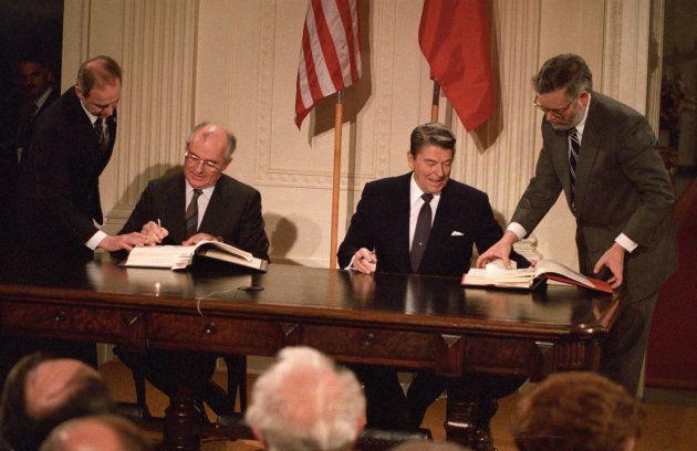 Le secrétaire du Parti communiste Mikhaïl Gorbatchev et le président américain...